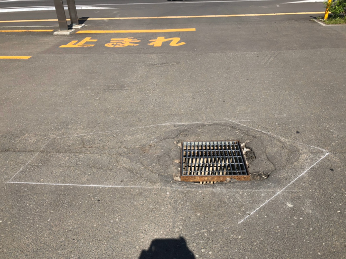 駐車場、雨水桝周りの陥没。補修工事施工前1