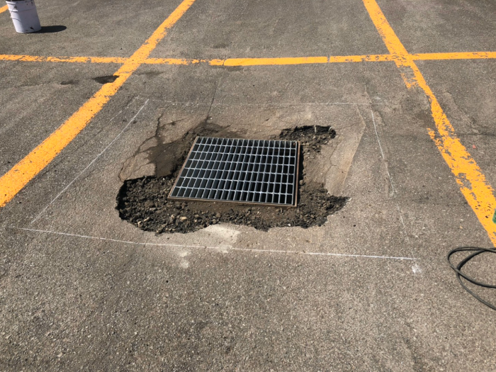 駐車場、雨水桝周りの陥没。補修工事施工前2