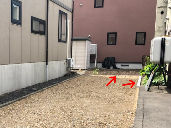 東区駐車場のアスファルト舗装工事、民地石を敷設した部分を示した写真