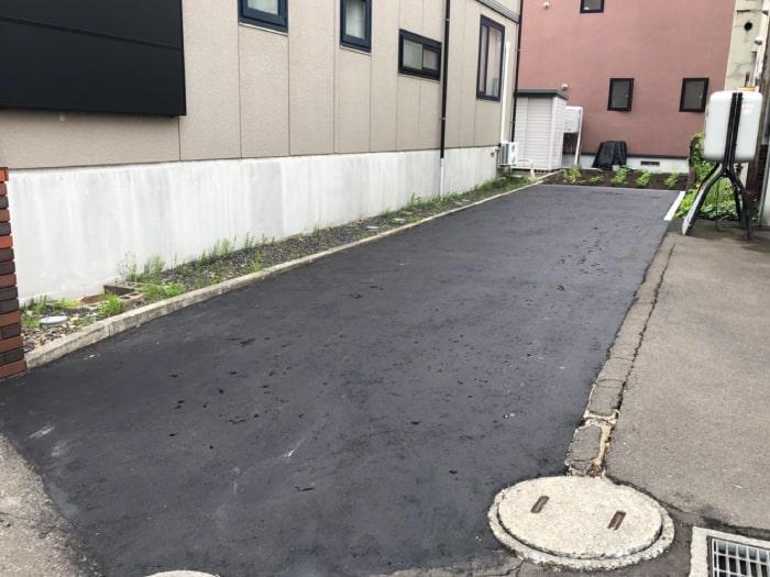 東区駐車場のアスファルト舗装完成写真その1