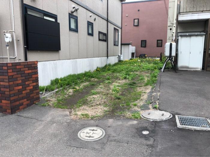 東区駐車場のアスファルト舗装施工前の写真その1