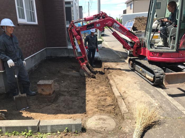 厚別区S様邸、重機による掘削の様子