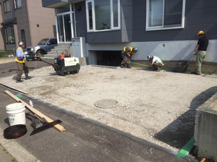 東区T様邸、駐車スペース舗装前の段取りの様子
