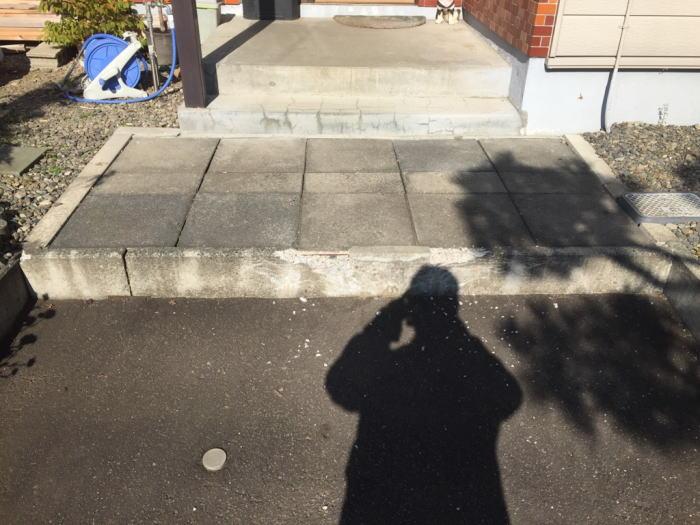 玄関前ブロック交換工事施工前の写真その1