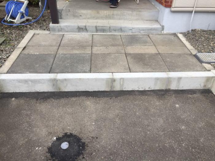 玄関前平板ブロック据え直し完了