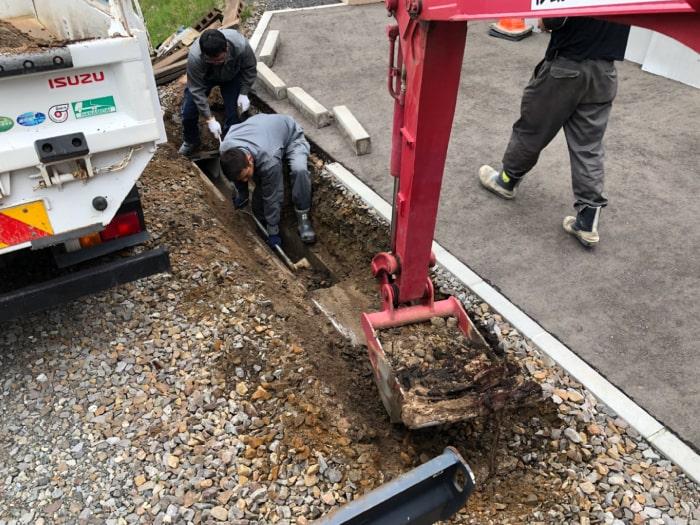 北広島市M様邸陥没復旧アスファルト補修。掘削の様子その2