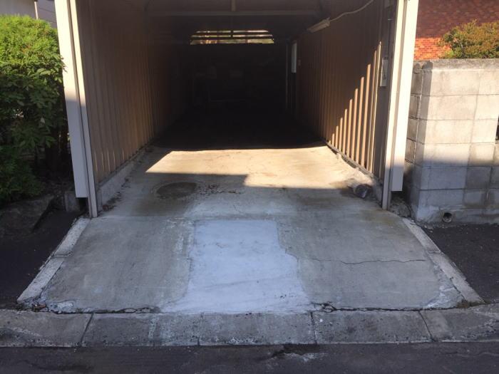 北広島S様邸、車庫の舗装内替え工事施工前の写真その1