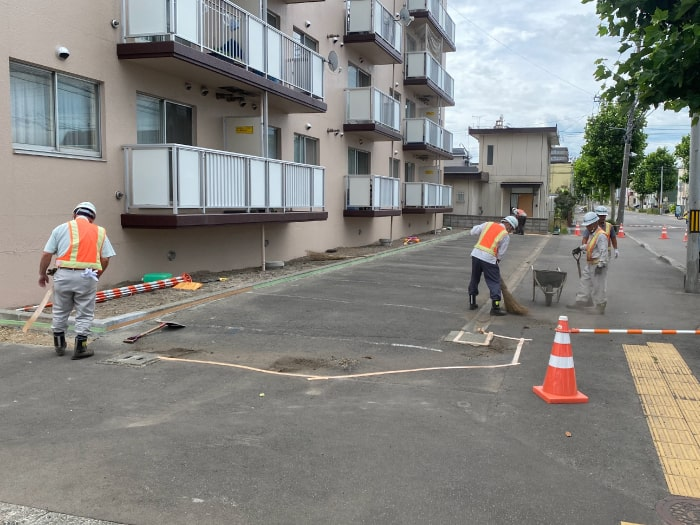 マンション駐車場、アスファルト舗装改修前の写真
