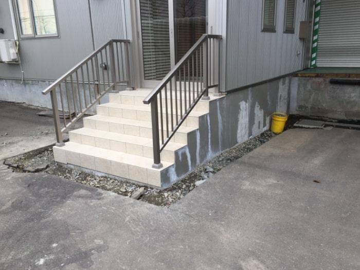 階段改修に伴うアスファルト復旧の施工前の写真その1