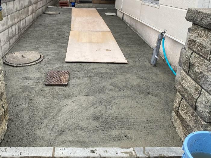 北区玄関前通路ロードヒーティング工事(保護コンクリート敷設)